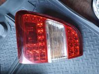 Задний левый фонарь на крышку багажника Toyota Land Cruiser 100 в Алматы