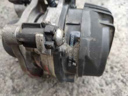Насос продува катализатора на порш кайен 4, 5 за 15 000 тг. в Алматы – фото 2