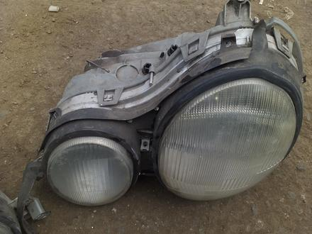Фара передний на Mercedes лупарик 110 в Алматы – фото 3