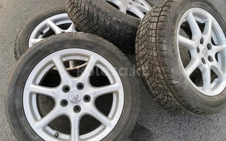 R17 Toyota тойота диски с резиной! за 125 000 тг. в Алматы