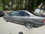 BMW 528 1997 года за 2 450 000 тг. в Караганда – фото 4