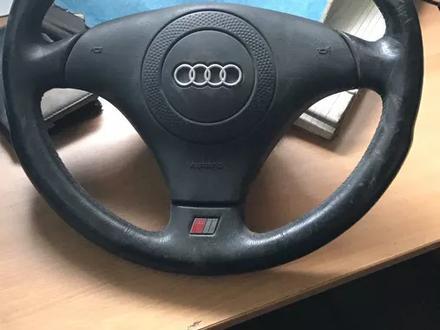 Рулевое колесо на Ауди S6 за 20 000 тг. в Алматы