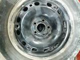 Железные диски Volkswagen Polo с 2 комплектами резины за 80 000 тг. в Алматы