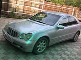 Mercedes-Benz C 240 2002 года за 2 800 000 тг. в Алматы