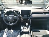 Toyota RAV 4 Style 2021 года за 15 930 000 тг. в Уральск – фото 3