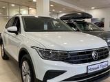 Volkswagen Tiguan Respect (2WD) 2021 года за 13 295 000 тг. в Караганда – фото 2