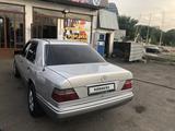 Mercedes-Benz E 220 1993 года за 2 100 000 тг. в Алматы