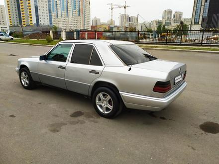Mercedes-Benz E 200 1995 года за 1 900 000 тг. в Нур-Султан (Астана) – фото 19