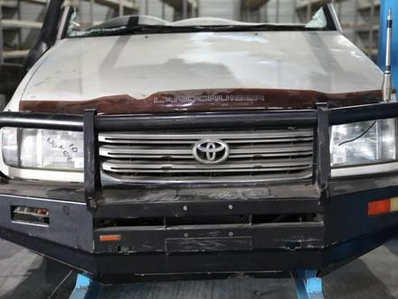 Решетка радиатора на Toyota land cruiser 100 за 30 000 тг. в Алматы