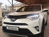 Toyota RAV 4 2017 года за 12 200 000 тг. в Атырау