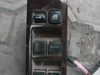 На NISSAN CEFIRO консоль управления стеклоподьемниками за 3 000 тг. в Алматы