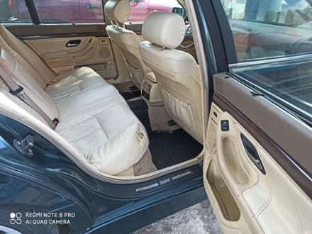 BMW 740 1997 года за 2 100 000 тг. в Отеген-Батыр – фото 11