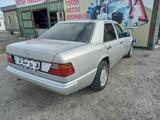 Mercedes-Benz E 220 1993 года за 1 100 000 тг. в Тараз – фото 4