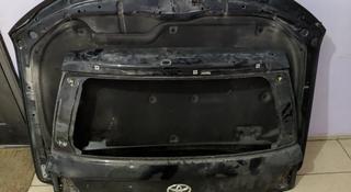 Заднею верхнею крышку багажника на LC200 за 70 000 тг. в Нур-Султан (Астана)