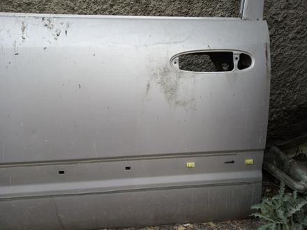 Передний левый дверь на Тойота Ландкруизер 100 за 35 000 тг. в Алматы – фото 3