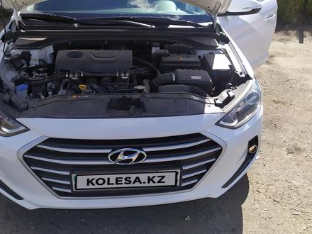 Hyundai Elantra 2018 года за 6 850 000 тг. в Кокшетау – фото 6