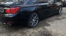 BMW 750 2009 года за 6 200 000 тг. в Уральск
