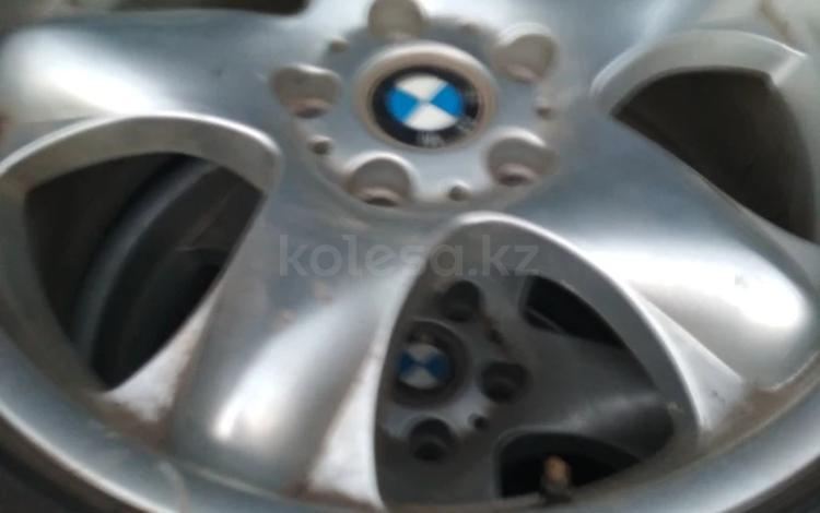 Диски 18 на BMW X-5 с зимней резиной 245/60/18 за 125 000 тг. в Алматы