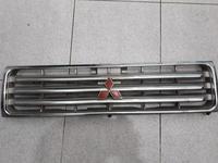 Решетка радиатора на mitsubishi pajero за 15 000 тг. в Шымкент