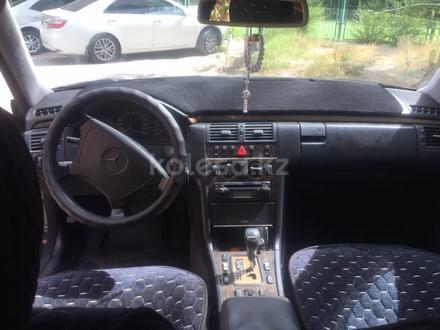 Mercedes-Benz E 240 1998 года за 2 600 000 тг. в Шымкент – фото 3
