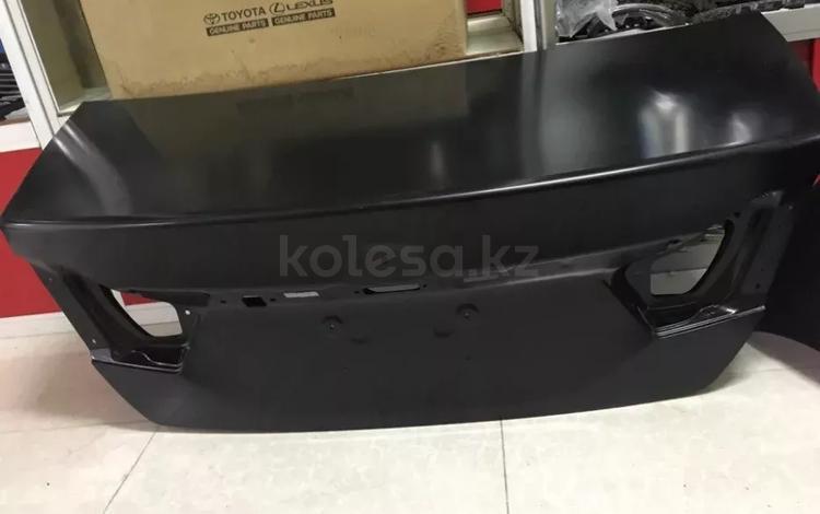 Крышка багажника Camry 50 за 150 000 тг. в Костанай