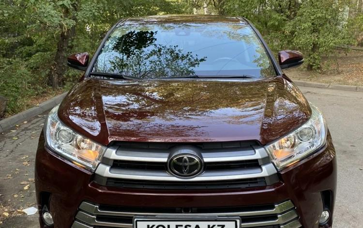 Toyota Highlander 2018 года за 17 600 000 тг. в Алматы