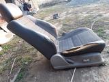 Сиденя + обшивка двери за 30 000 тг. в Каскелен – фото 5