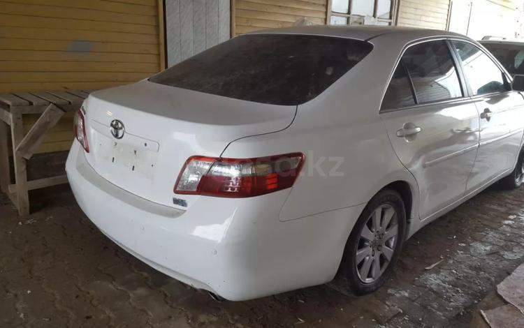 Toyota Camry 2006 года за 999 999 тг. в Атырау