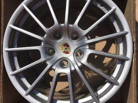 Новые диски на Porsche Cayenne R20-R21 Имеются шины лето-зима Датчики дав за 250 000 тг. в Алматы – фото 2