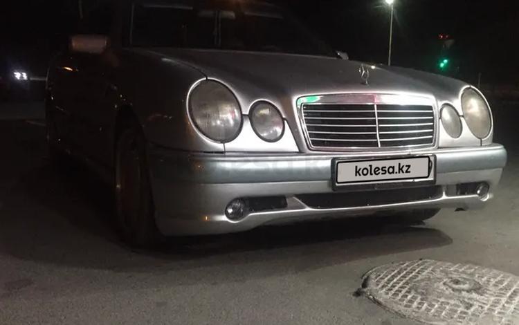 Mercedes-Benz E 320 1999 года за 2 800 000 тг. в Караганда