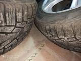 Комплект диски с Зимними шинами в отличном состоянии Только НАЛ 215/55/17 за 200 000 тг. в Алматы – фото 3