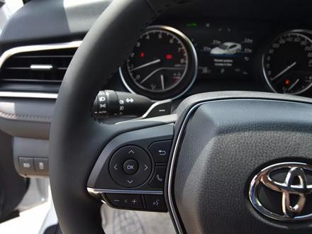 Toyota Camry 2018 года за 17 850 000 тг. в Алматы – фото 20