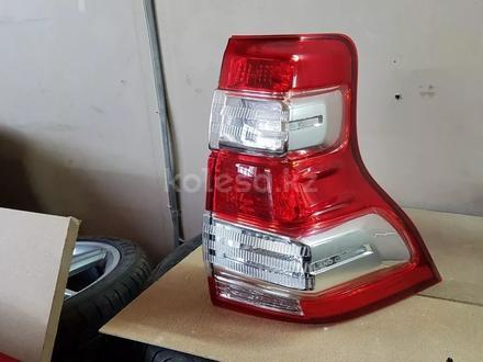 Фонарь правый Toyota Land Cruiser Prado 150 за 75 000 тг. в Костанай