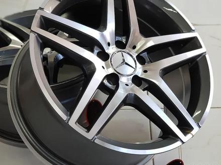 Mercedes Benz 211, 212, 213 за 170 000 тг. в Алматы – фото 3