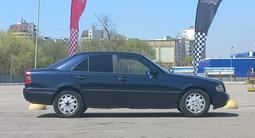 Mercedes-Benz C 200 1995 года за 1 840 000 тг. в Алматы – фото 5