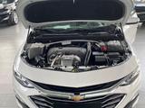 Chevrolet Malibu 2020 года за 12 430 000 тг. в Шымкент – фото 3