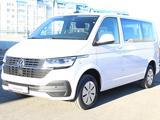 Volkswagen Caravelle 2019 года за 17 490 000 тг. в Актау