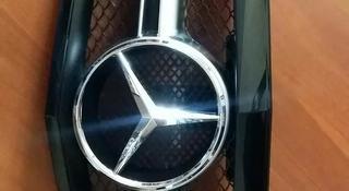 Mercedes w212 AMG Решетка радиатора за 1 800 тг. в Алматы