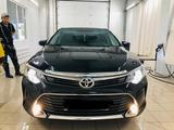 Toyota Camry 2016 года за 10 000 000 тг. в Атырау – фото 2