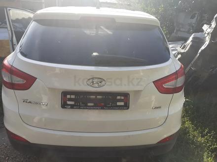 Задняя крышка багажника на Hyundai Tucson за 500 000 тг. в Алматы – фото 2