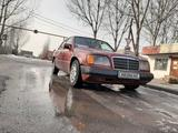 Mercedes-Benz E 220 1994 года за 1 800 000 тг. в Алматы – фото 3