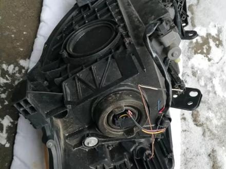 Фара правая на Nissan Tiida c11 (2005 г) б у… за 20 000 тг. в Караганда – фото 2