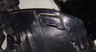 Салазка крепления под фонарь правая Lexus LX 570 в Алматы