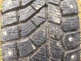 Комплект шин с дисками почти новые зимние шипованные на 14 ваз за 90 000 тг. в Усть-Каменогорск