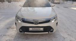 Toyota Camry 2017 года за 11 800 000 тг. в Павлодар – фото 2