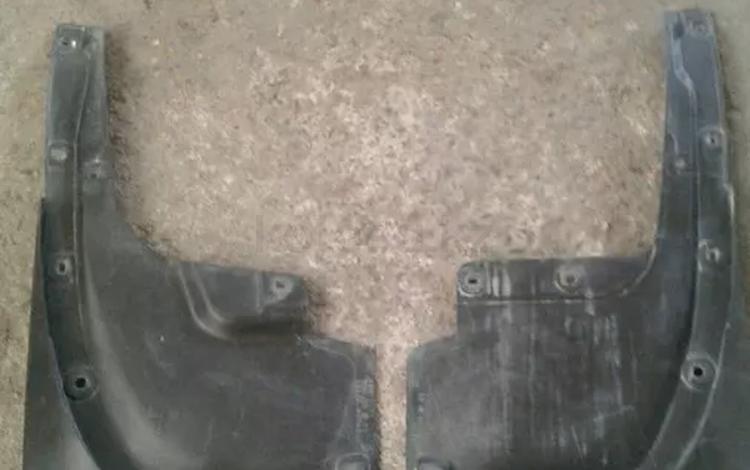 Задние брызговики на ленд крузер 200 б/у за 14 000 тг. в Алматы