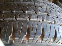 Britige stone 225 65 r17.1 шина, сбоку с латаной шишкой за 3 000 тг. в Алматы