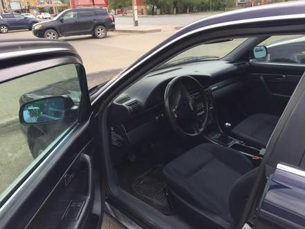 Audi A6 1996 года за 2 600 000 тг. в Уральск – фото 2