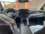 Toyota Camry 2021 года за 14 500 000 тг. в Петропавловск – фото 2