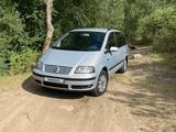 Volkswagen Sharan 2000 года за 2 700 000 тг. в Алматы